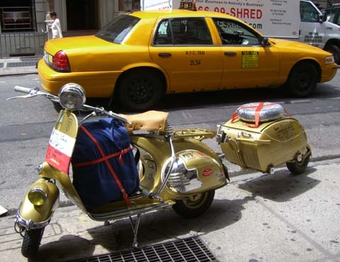 http://america-by-vespa.com/pixlie/cache/vs_1.05%20Jun-20%2B21-07_9%20Hendriks%20Koenigin%20in%20NY.jpg