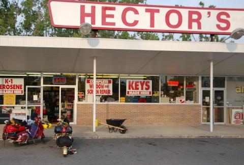 http://america-by-vespa.com/pixlie/cache/vs_1.09%20Jun-27-07_Hectors.JPG