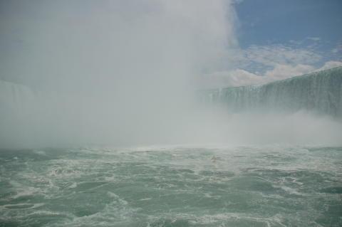 http://america-by-vespa.com/pixlie/cache/vs_1.10%20Jun-28-07_NiagaraFalls4.JPG