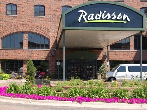 http://america-by-vespa.com/pixlie/cache/vs_1.19%20Jul-07-07_Radisson070707.JPG