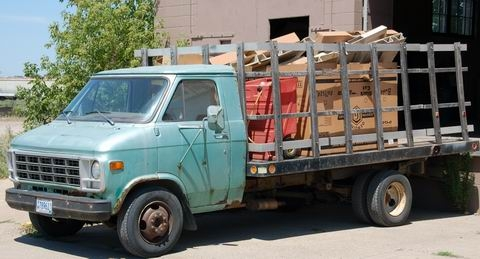 http://america-by-vespa.com/pixlie/cache/vs_1.19%20Jul-07-07_VespaladenScootervilleFirmentransporter070707.JPG